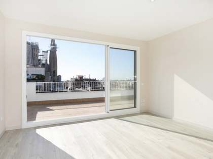 58 m² penthouse with 20 m² terrace for sale, Eixample Right