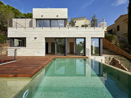 Modern villa with excellent finishes to buy, Cala Canyelles