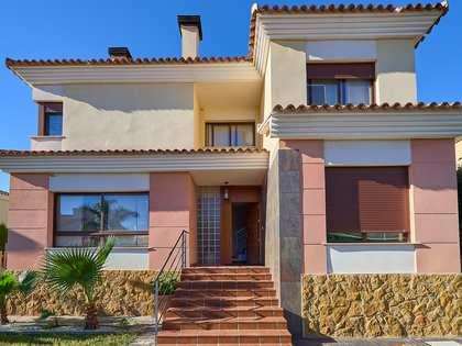 Huis / Villa van 395m² te koop met 247m² Tuin in Alfinach