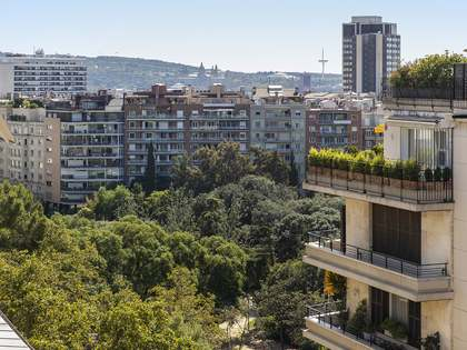 320m² Penthouse with 100m² terrace for sale in Turó Park