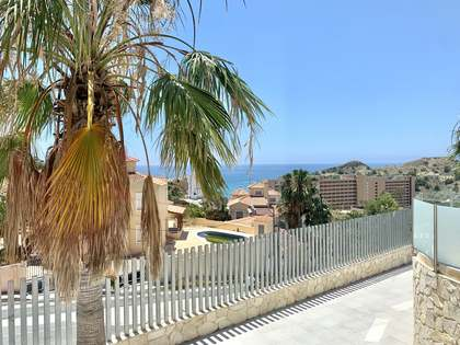 Huis / Villa van 218m² te koop in El Campello, Alicante