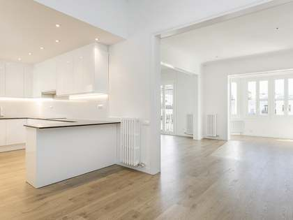 180m² Apartment with 15m² terrace for rent in Eixample Right