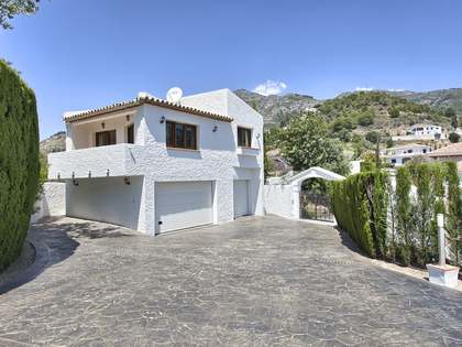 Property with pool for sale in Las Lomas de Mijas