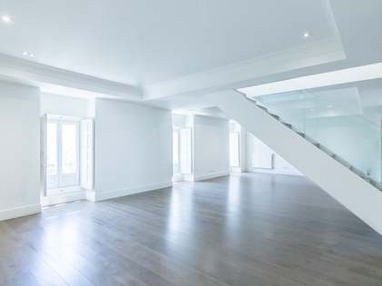 339m² Apartment with 45m² terrace for rent in Castellana