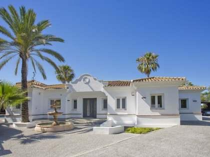 324m² Haus / Villa mit 1,004m² garten zum Verkauf in Nueva Andalucía