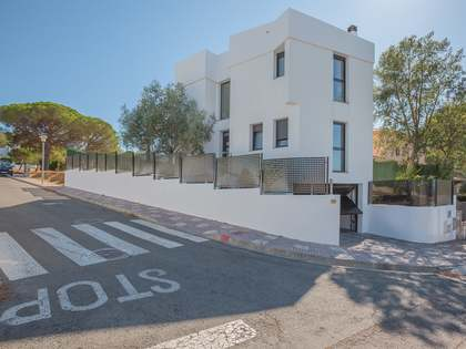 4-bedroom house with pool for sale in Sant Feliu de Guixols