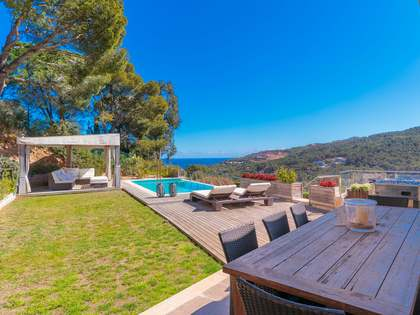 Villa de 372m² con jardín y piscina en venta en Sa Riera