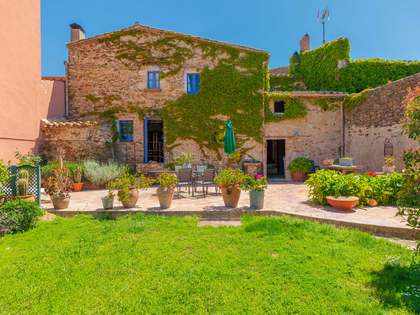 273 m² house with 450 m² garden for sale in Baix Empordà