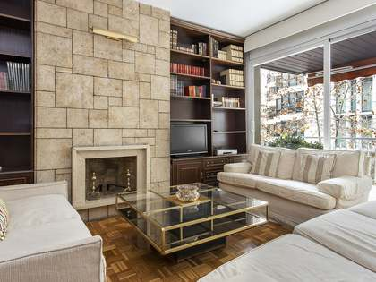 91m² Apartment with 8m² terrace for sale in Eixample Right