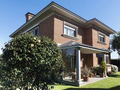 407m² House / Villa for rent in Vigo, Galicia