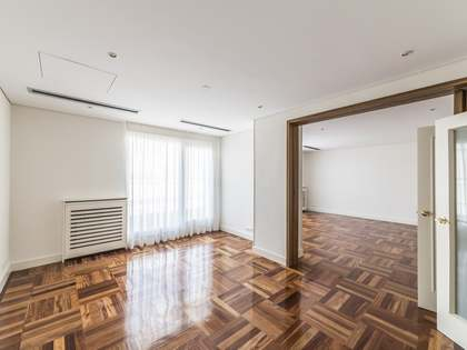 220m² Penthouse with 25m² terrace for rent in Castellana