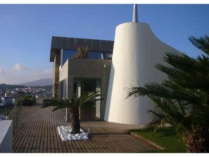 Hill-top villa for sale in Estoril