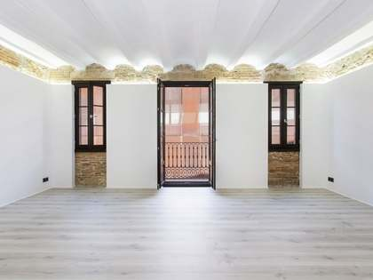 104m² apartment with terrace for sale in El Raval