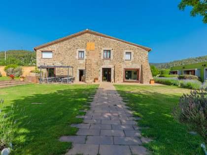 1,400m² Hotel for sale in Baix Empordà, Girona