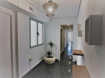Piso de 136m² con terraza, en alquiler en Ciutat Vella