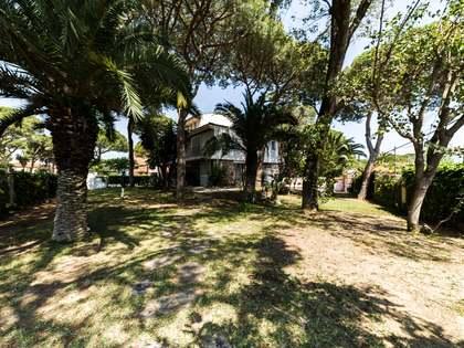Casa / Villa de 450m² en venta en La Pineda, Barcelona