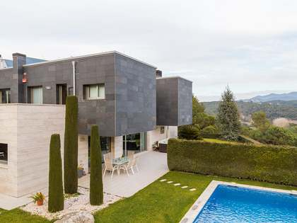 House with 5 bedrooms to buy in Vallromanes on Maresme Coast