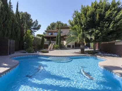 873m² Haus / Villa zur Miete in La Eliana, Valencia