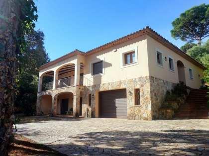 Дом / Вилла 404m² на продажу в Santa Cristina, Коста Брава