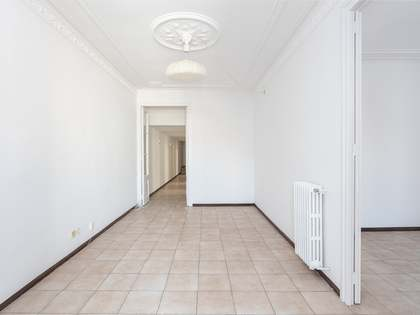 155m² Apartment with 10m² terrace for sale in Eixample Right
