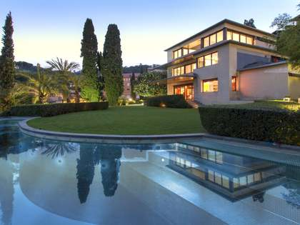 Luxury house for sale in gated community Barcelona Zona Alta
