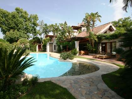 Contemporary 5-bedroom villa for sale in Marbella