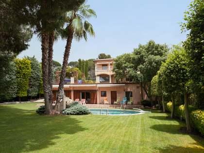 Вилла на продажу на побережье Барселоны – купить дом в Испании