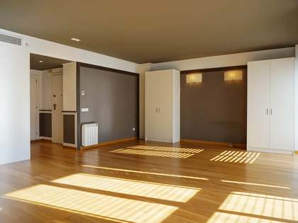 Apartamento de 5 dormitorios a renovar en venta, Valencia