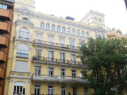 350 m² property for rent in historic building, Calle Almagro
