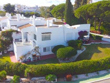 Casa / Villa di 212m² con giardino di 370m² in vendita a Nueva Andalucía