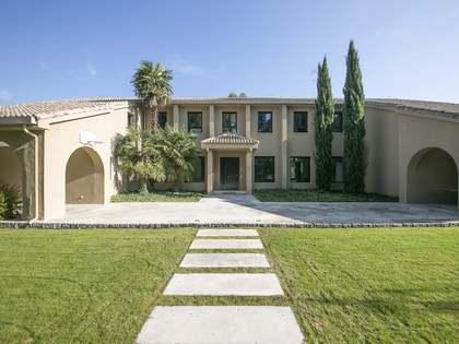 Дом / Вилла 877m², 1,500m² Сад на продажу в Посуэло