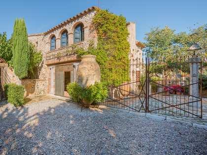 Casa rural única con jardines en venta en Alt Empordà