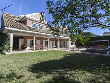 681m² Haus / Villa zum Verkauf in Paterna, Valencia