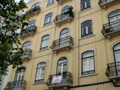 Refurbished 3-bedroom apartment to buy in Avenidas Novas