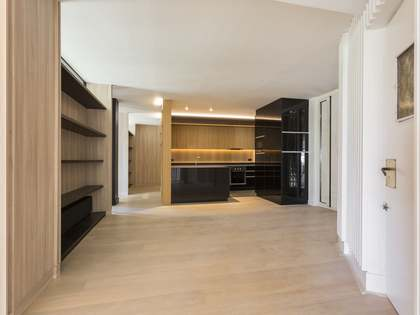 Renovated seventh floor property for sale on Calle Jonqueras