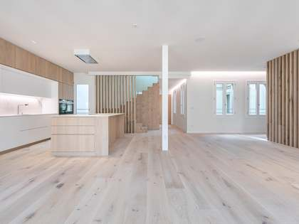 Ático de 200m² con terraza en alquiler en Eixample Derecho