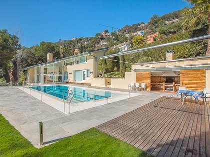 Modern villa for sale on the Costa Brava, close to the beach
