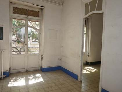 Apartment for renovation, for sale in Gran Vía, Valencia