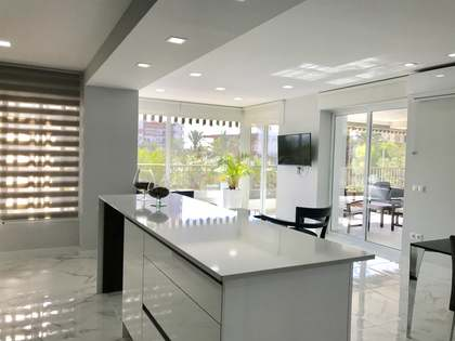Appartamento di 177m² con 30m² terrazza in vendita a Playa San Juan