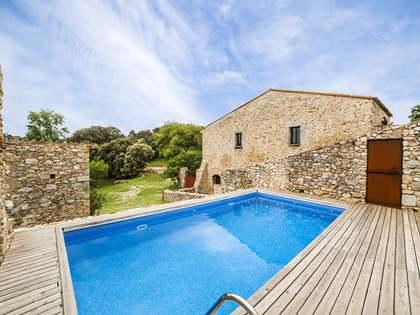 Загородный дом на продажу в Альт Эмпорда - элитная недвижимость в Испании