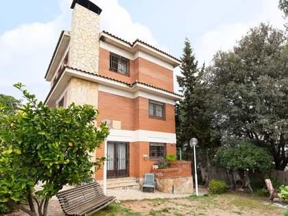 287m² Haus / Villa mit 685m² garten zum Verkauf in Sant Cugat