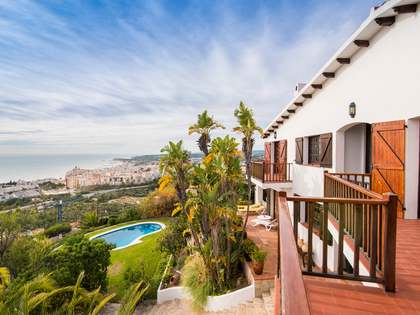 301m² House / Villa for sale in Levantina, Barcelona