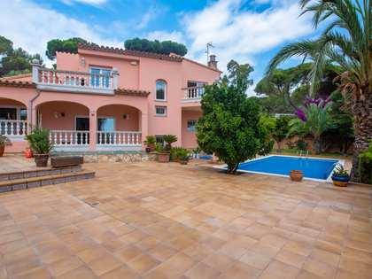 300m² Haus / Villa mit 30m² terrasse zum Verkauf in Sant Feliu