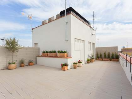 2-bedroom penthouse with a terrace for sale on Calle Ataulf