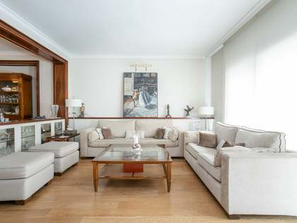 250m² Apartment with 12m² terrace for sale in Turó Park