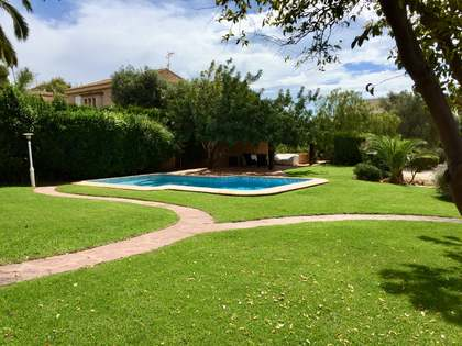 Villa with 250 m² garden for rent in Los Monasterios
