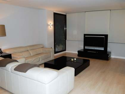 Renovated minimalist apartment for sale in Pla del Real