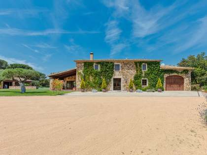 Masía de 692m² en venta en Baix Emporda, Gerona
