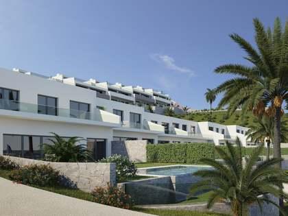 Casa / Villa de 240m² con 94m² de jardín en venta en Finestrat