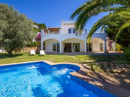 Traditional style 3-bedroom house for sale in Las Salinas